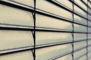 Réparation de rideau métallique : comment bien s'y prendre ?