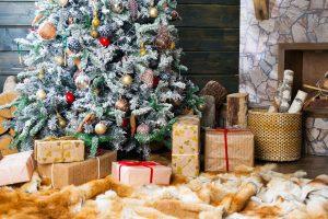 Comment choisir votre sapin de Noël artificielpour sublimer votre salon ?