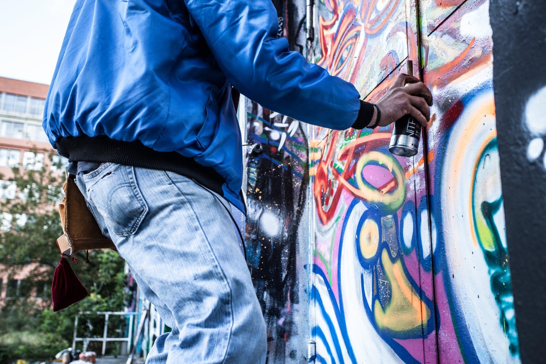 Read more about the article Bombe de peinture : comment bien utiliser son matériel ?