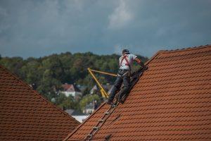 Read more about the article Comment réparer les fuites au niveau de la toiture